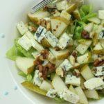 Салат из груш с рукколой и сыром дорблю