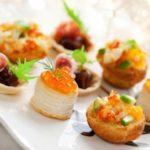 Тартар из норвежской семги с креветками и рукколой